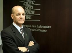 Natalino Uggioni, superintendente do IEL-SC